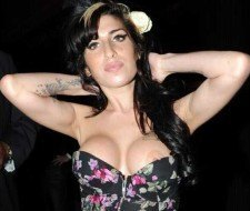 Aumento de pecho de Amy Winehouse