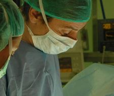 La cirugía plástica da mejores resultados en niños que en adultos