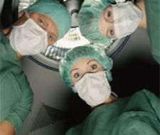Pacientes a examen: ¿has comprobado la titulación y experiencia de tu cirujano?
